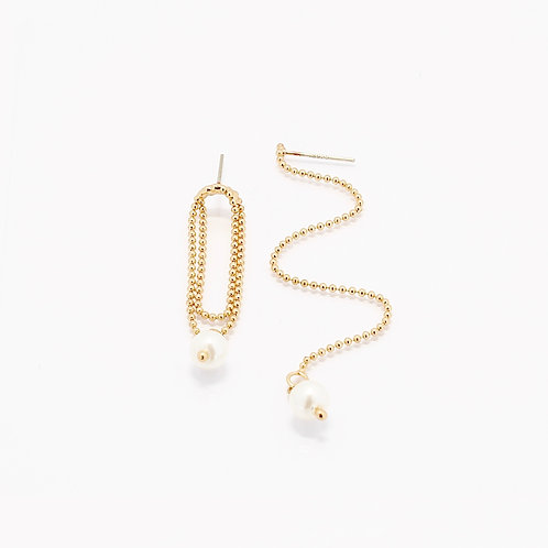 Unbalance Pearl Drop Earrings