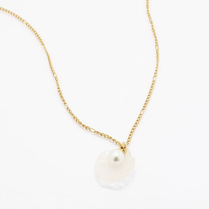 SHELL WE DANCE NECKLACE
