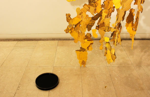 Site-specific Installation_Heiti 2, Yellow road paint fragments, fishing lines, sumi-ink, video @ Hwabong Gallery in Seoul, Korea, 2011