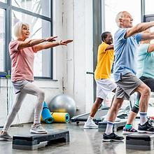 idosos em atividade fisica