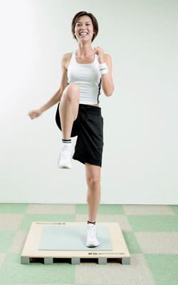 体幹を意識した有酸素運動 ステップボード