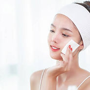 asian-girl-remove-cosmetic-from-her-face