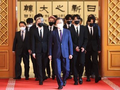 [الآراء] أعضاء BTS في البيت الأزرق لقبول شهادات المبعوث الرئاسي وجوازات السفر الدبلوماسية