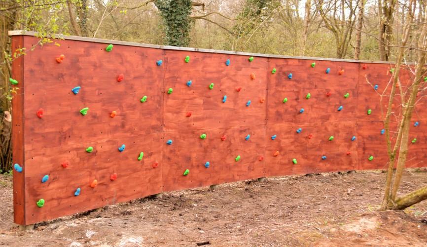 Traverse climbing wall