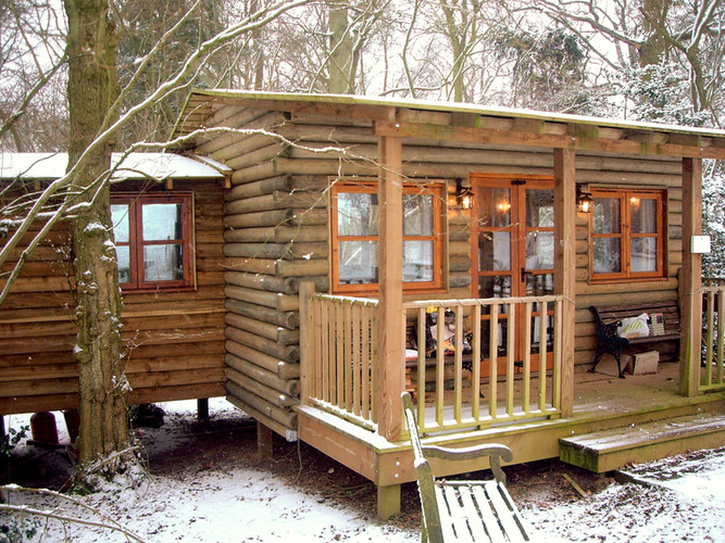 Log cabin with kitchen extension
