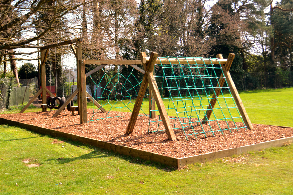 Obstacle course for the young, with bark box