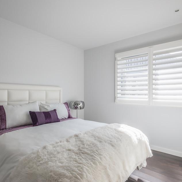 White Bedroom with White Shutter - Hybra
