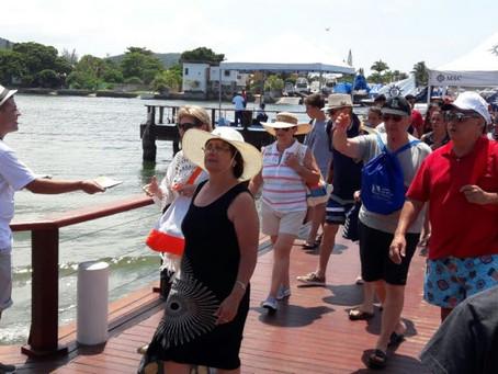 Argentinos desembarcam em Cabo Frio para domingo de sol, praia e compras