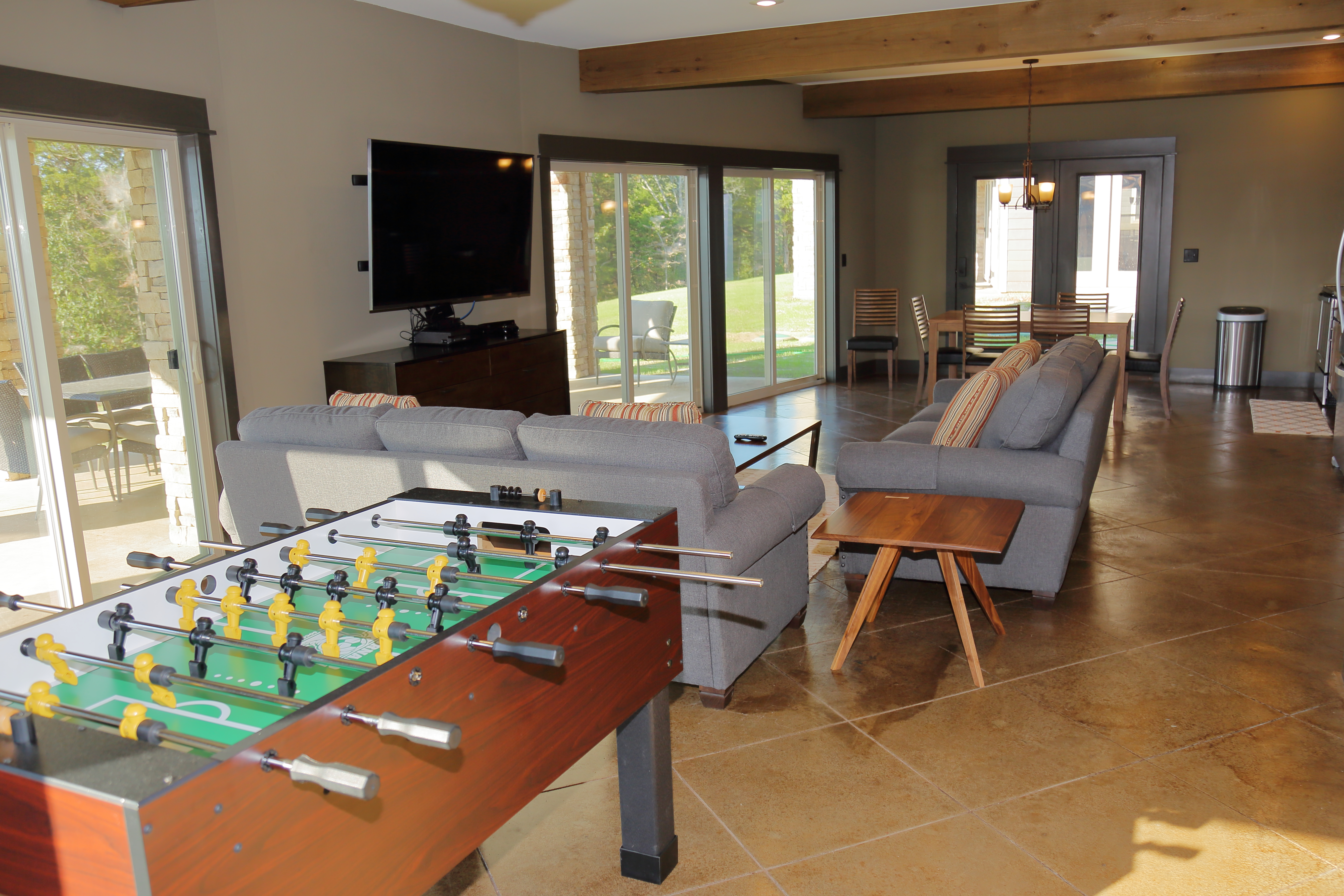 921A1983 - LL Living Room F-Ball Table
