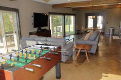 921A1983 - LL Living Room F-Ball Table