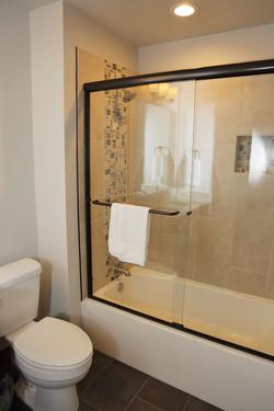 921A8168 - King bathroom lower level