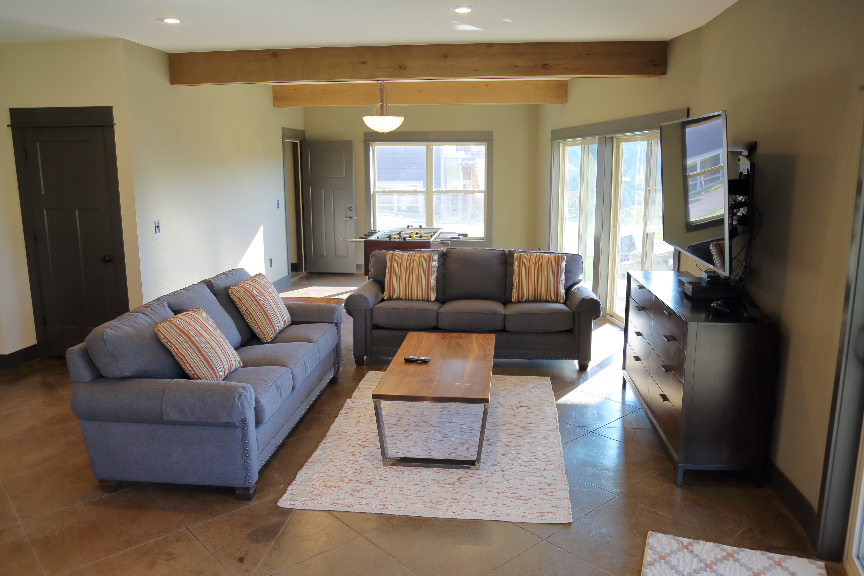 921A1975 - LL Living Room*
