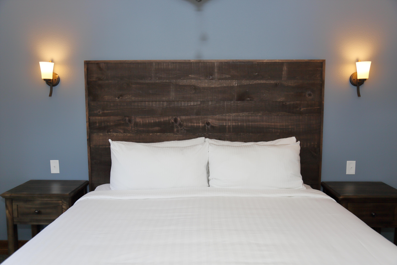 921A8082 - Queen bed