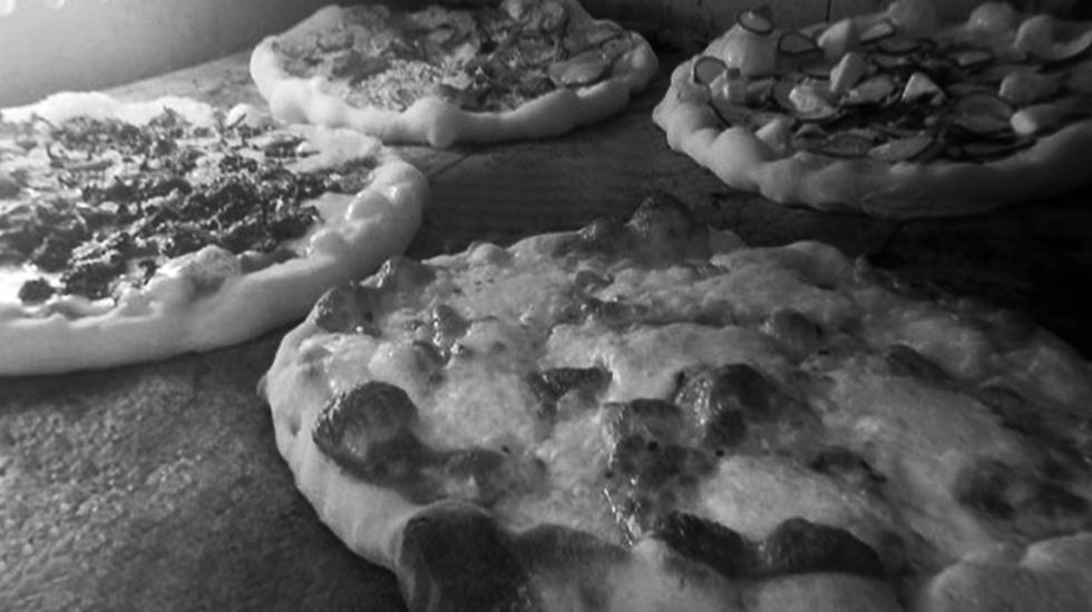 blackwhitePizza.png