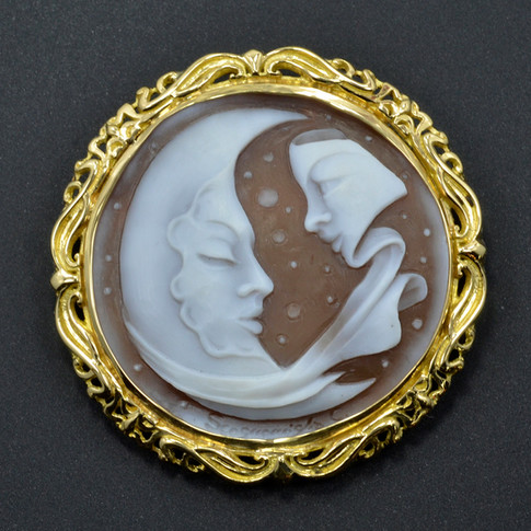18K Pendant with shell cameo, carved by C. Scognamiglio of Torre del Creco