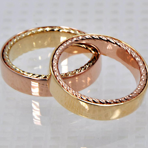 18K Men's Wedding Rings - Alternating Yellow and Rose Gold Tops