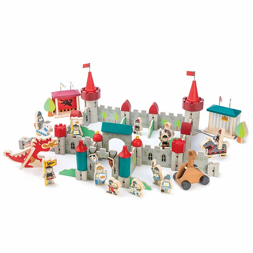 Château royal en bois, 100 pièces