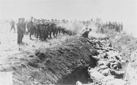 """""""Babakocsik hegyei jelölték a gyilkosságok helyszínein kivégzések rettenetes tömegét"""" - A magyar hat"""