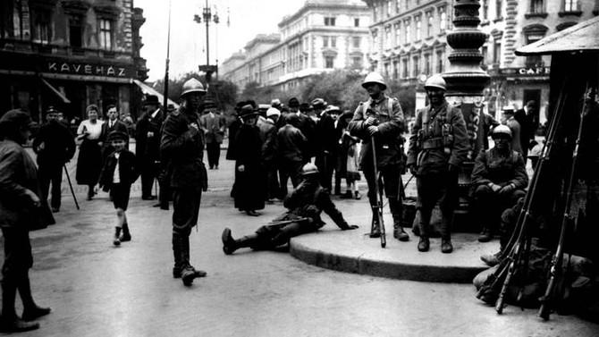 """Perczel Olivér: """"Míg a tábornokok haboznak, a románok rabolnak"""" Budapest román megszállása 1919-ben."""