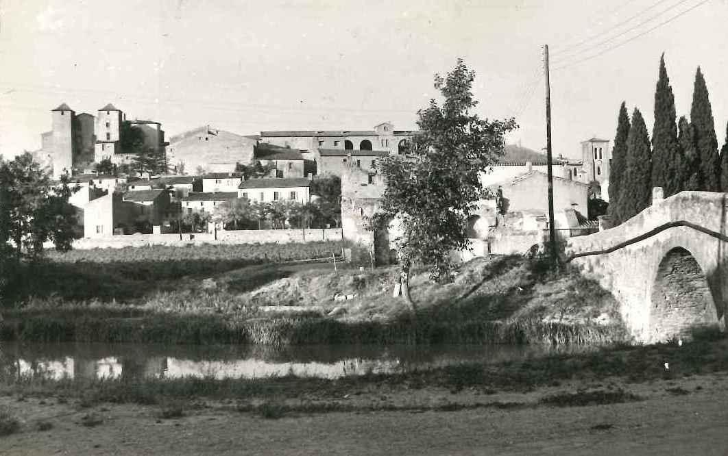 Chateau et pont sur le canal