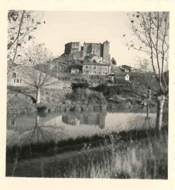 Chateau avec reflet dans le canal