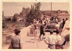 Villageois sur le pont du canal