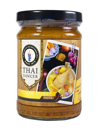 Gelbe Currypaste im Glas Frontansicht