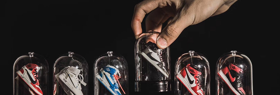 Mini Sneaker Capsule with Sneakers Display Set