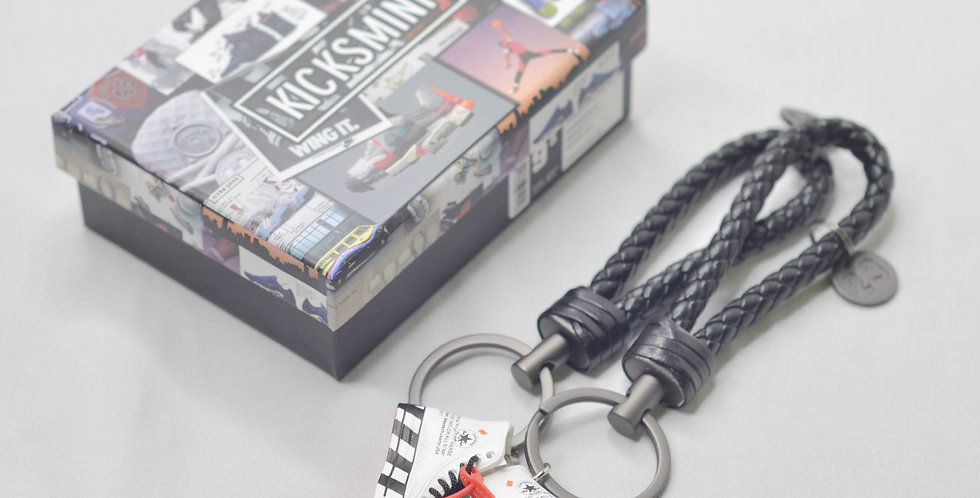 """Converse x """"OW"""" 3D Sneaker Keychain"""