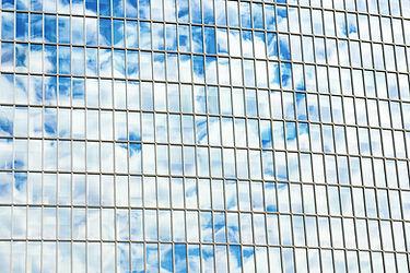 Wolken reflektiert auf Windows