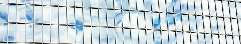 Bulutlar Windows üzerinde Yansıyan