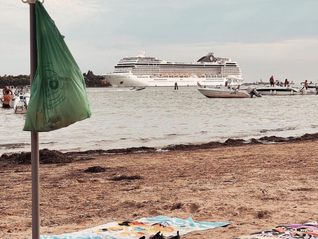 Unbelievable and unbearable: still big cruises going through the Lagoon of Venice.