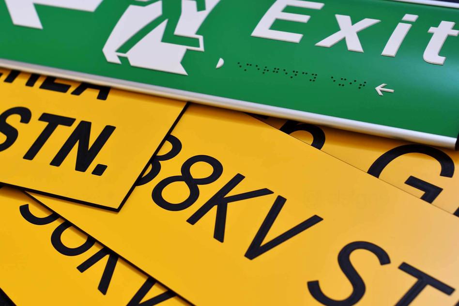 dsigns-engraving-traffolyte-signage.jpg