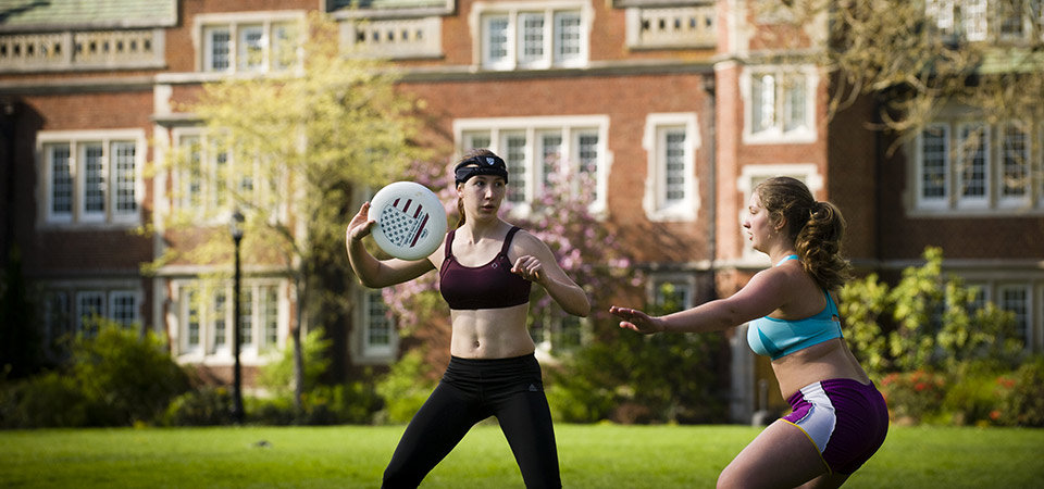 reed-college-students-frisbee-2.jpeg