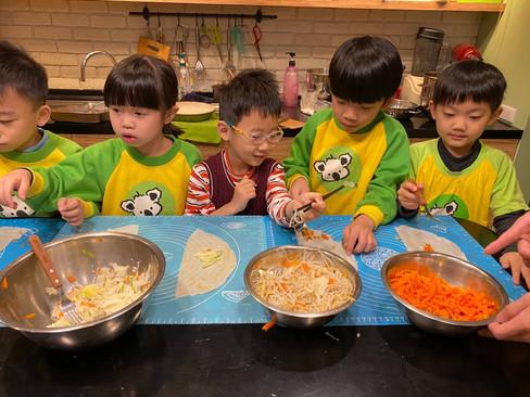 米老鼠班廚藝-潤餅_210325_10.jpg