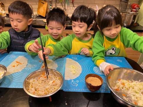 米老鼠班廚藝-潤餅_210325_11.jpg