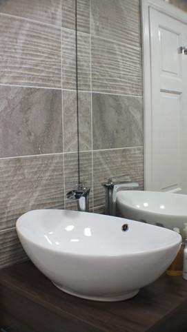Rm 7 bath 3.JPG