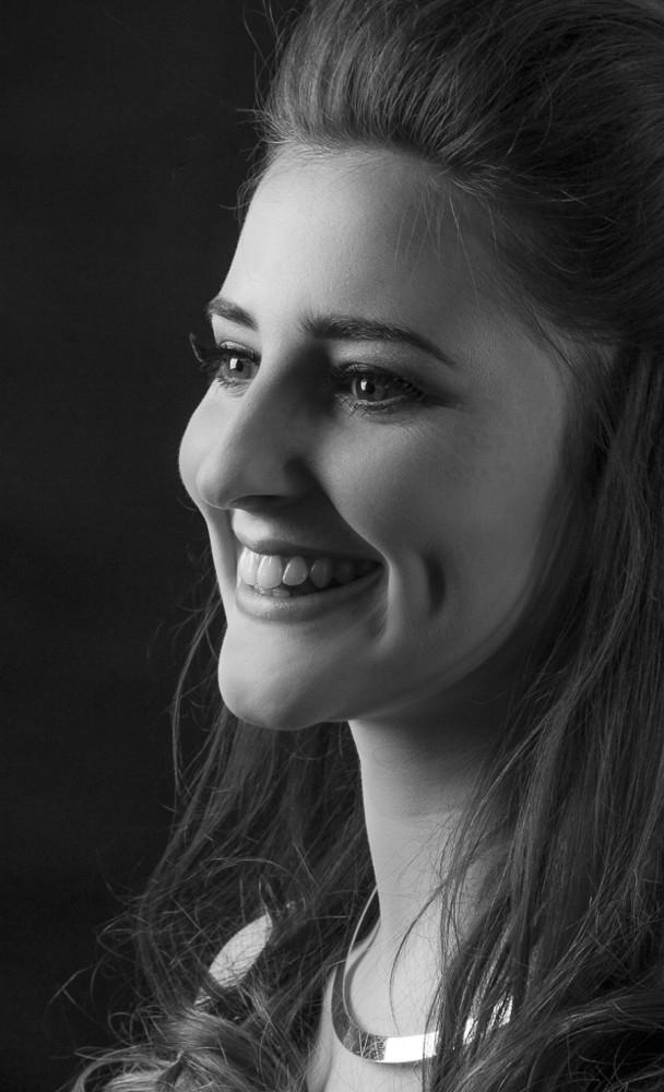 Verina-Litster-Headshots-11a.jpg