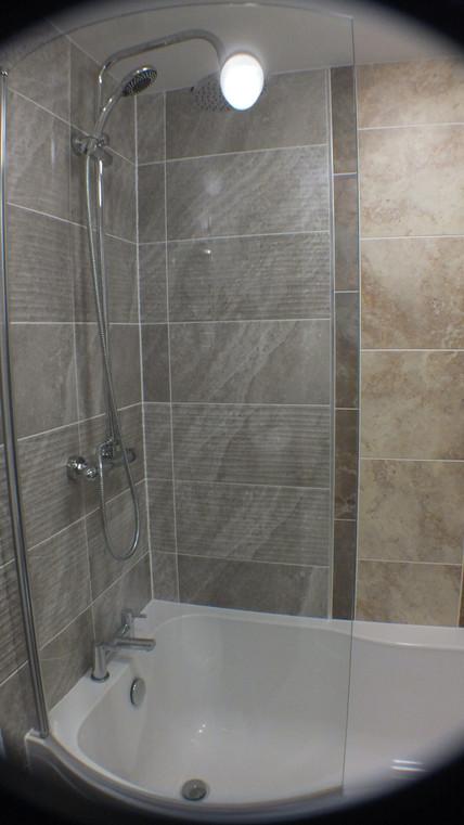 Rm 7 bath.JPG