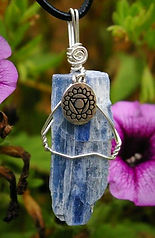 Kyanite-hand-made-chakra-jewelry_edited.