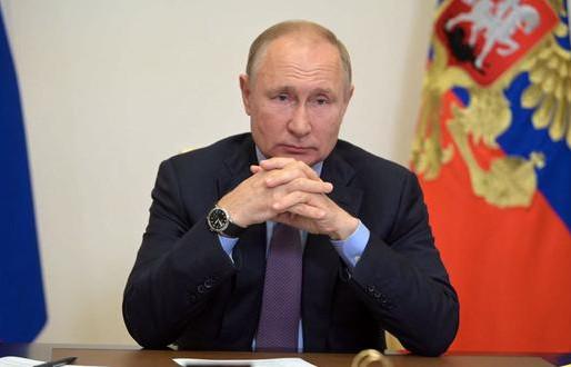 Asegura Putin que aparecieron docenas de casos de coronavirus en su entorno