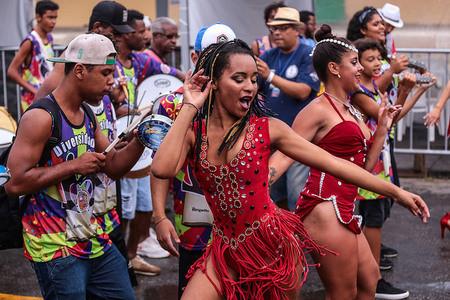 """Brasil ya piensa en un carnaval masivo y """"sin restricciones"""""""