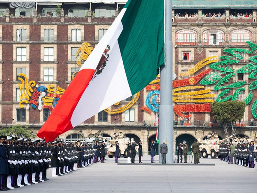 Encabeza AMLO desfile militar por la Independencia de México, acompañado de presidente cubano(Fotos)