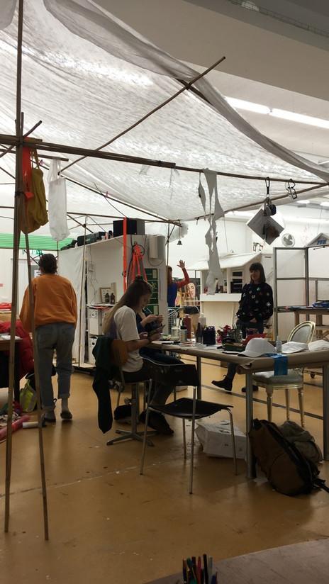 Schmuck- und Postkartenwerkstatt im Atelier