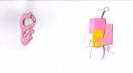 Rosa Ohr und Rosa Gelb