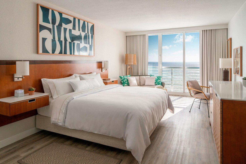 flllw-king-guestroom-5578-hor-clsc