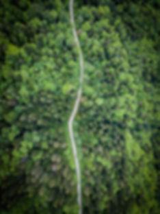 DJI_0069-photo-drone-chemin-au-milieu-de