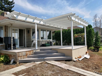 Pergola to match the shape of the deck