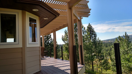 Pergola following the shape of the deck