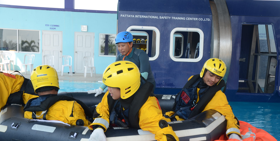 Surface Evacuation from the Helicotper to Aviation Life Raft